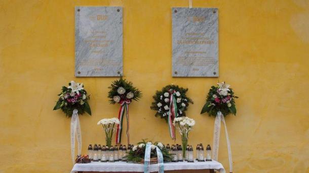 Kerecsendről elhurcoltak emlékére, német és magyar nyelvű emléktáblák állítása