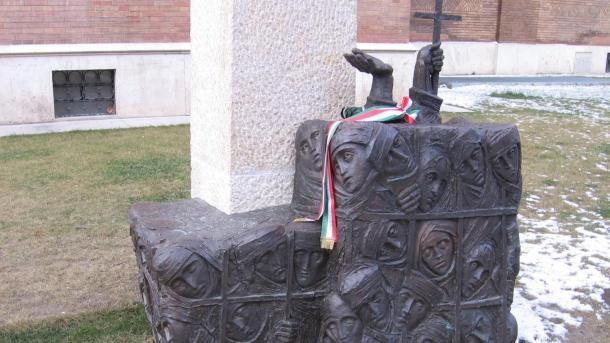 Emlékmű a Gulágra elhurcolt papok emlékére