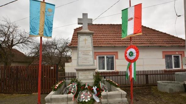Emlékmű Csíkajnádon