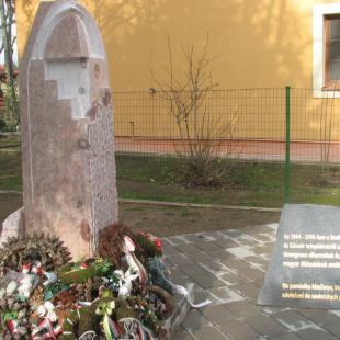 A málenkij robot felvidéki áldozatainak központi emlékműve Kisgéresen