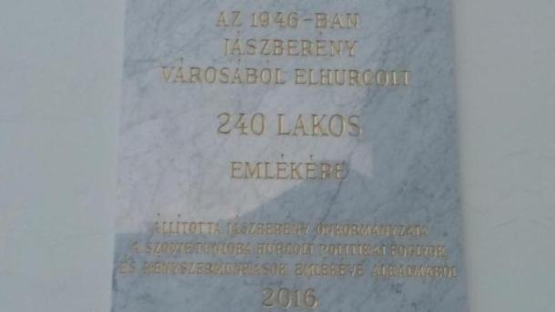 Jászberényben emléktábla kihelyezése a Szovjetunióba hurcolt politikai foglyok  emlékére