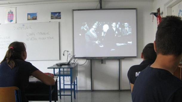Rendhagyó történelemórák - internáló és gyűjtőtáborok történetének megismerése