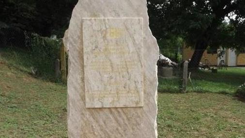Emléktábla Egeraracsán