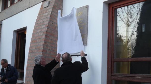 Emléktábla állítása a Tápiószeléről Gulagra elhurcolt emberek emlékére